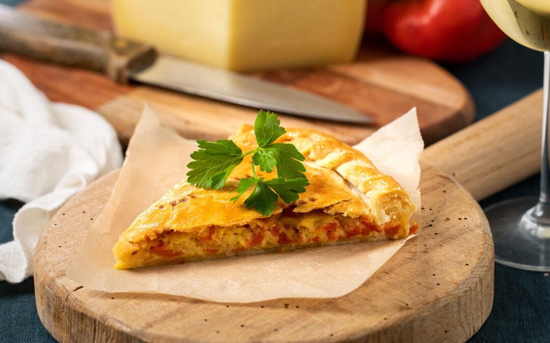 Αλμυρή πίτα με πιπεριές και Γραβιέρα Νάξου Π.Ο.Π.